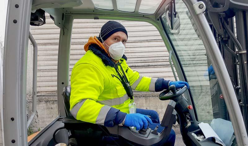 Alta visiblità, specifici per chi si trova a lavorare per strada o comunque in condizioni di scarsa visibilità e ha bisogno di essere facilmente individuato.